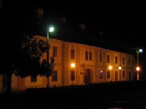 Das Museumsgebäude in der Nacht
