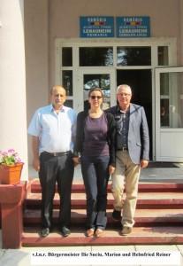 Helmfried Reiner und seine Frau Marion aus Tuttlingen mit Bürgermeister Ilie Suciu