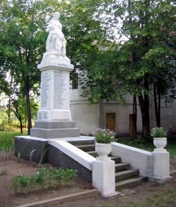 Das frisch renovierte Kriegerdenkmal