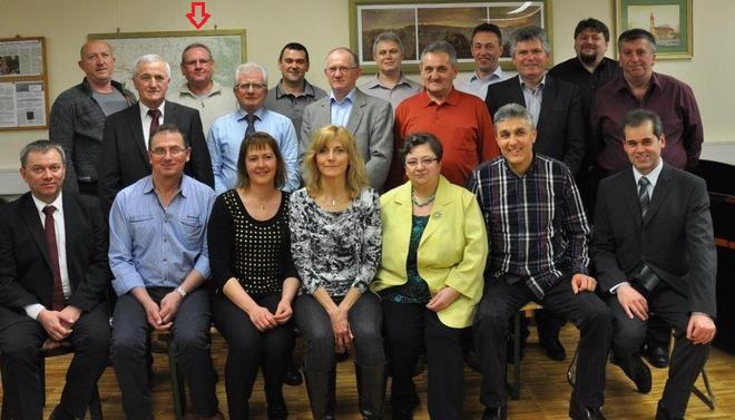 Die komplette Vorstandschaft des Kreisverbands der Banater Schwaben wurde wieder- und neugewählt. (Foto: Schwäbische Zeitung/al)