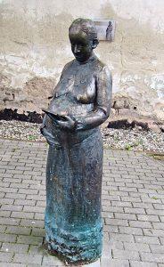 Lenchen Demuth, Bronzeplastik von Kurt Tassotti in Sankt Wendel Foto Edwin Kleemann
