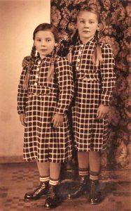 Bei Maria Herbst waren meine Großeltern und meine Mutter während ihres Aufenthalts in Oberplan einquartiert. Ihre beiden Töchter waren die Spielgefährtinnen meiner Mutter.